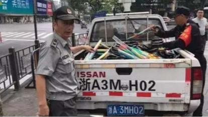5万把共享雨伞现身杭州,1天内被城管没收干净